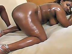 The black bbw slut get fucked very hard by another black dude !